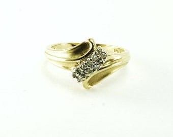 10K gold cluster diamond ring