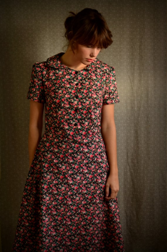 RESERVED for Marielle -- Peter Pan Collar Retro Dress size 6 / small