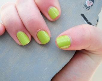 Green Hand Painted Fake Nails