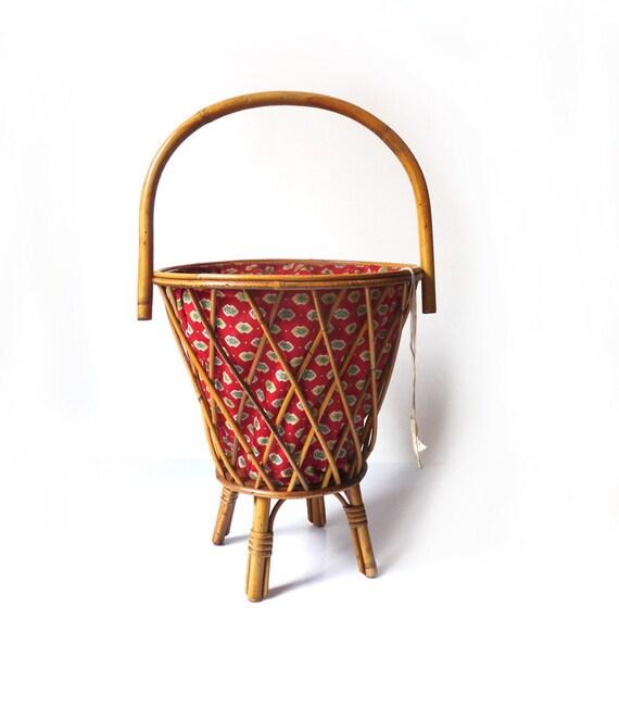 Panier couture en bois bambou sur pied panier ouvrages for Boite a couture sur pied