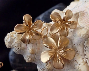 14K Gold Hawaiian Flower Necklace and Earrings Set (st - 952)