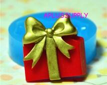 PYL018 Gift Box Flexible Silicone Push Mold Mini Resin Mold Kitsch Jewelry Charms (Clay Fimo Resin Epoxy Gum Paste Fondant)