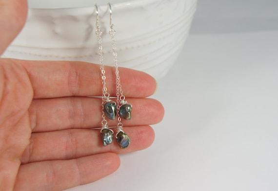 Sterling zilver oorbellen / lange dunne ketting hangers / parelmoer keshi parels / zoetwaterparels / draadomwikkeld / 925 / zilveren