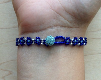 Dark Blue Daisy-Chain Beaded Bracelet