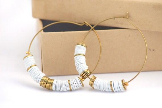 Boucles d'oreilles créoles - Sequins blancs et métal doré