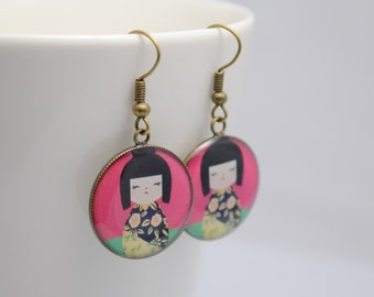 Red Geisha earrings, round resin pendant with antique bronze hook, dangle earrings