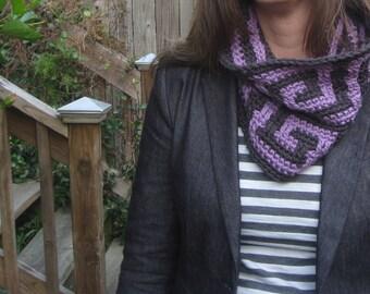 Greek key cowl crochet pattern for women or men // Greek key mosaic // Gifts for her // Gifts for him // Reversible stripe or mosaic