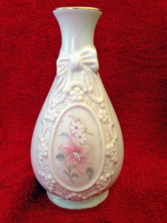 Cameo Ribbon Vase By Royal Heritage