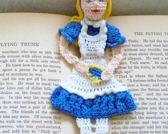 Crochet pattern Alice in wonderland bookmark DIY pattern