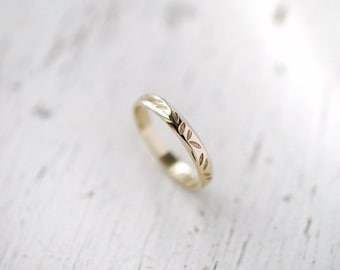 Falling petals ring in White Yellow or Rose 14kt gold