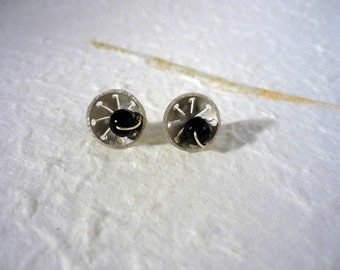 Palamos. Silver earrings with onyx sewn with silver thread