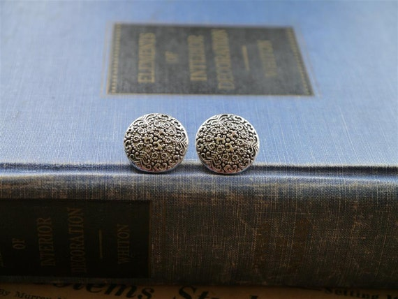 8 pcs Lovely Filigree Style Antiqued Silver Buttons 17mm (SB241)