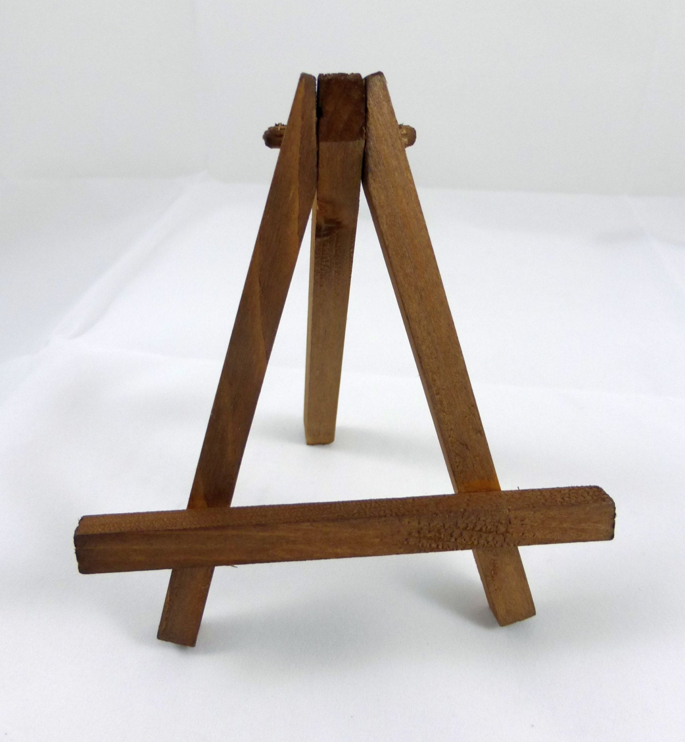 Lovely Adjustable Table Top Easel. Zoom