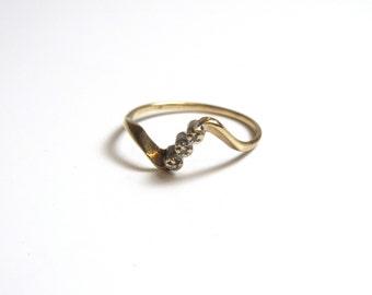 14k Three Diamond Ring Yellow Gold - Size 6 1/4 - Free Form Ring - Sweet Sixteen # 2292