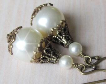 Bridesmaid Earrings, Bridal Vintage Style Pearl Drop Wedding Earrings,  Antique Brass and Pearl Earrings, Wedding Jewelry, Mother of Bride