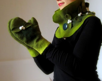 Mistletoe. Fancy felted mittens and cowl art set XoXoX, one-of-a-kind