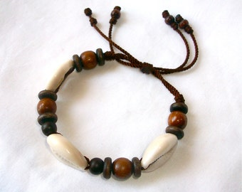 Very nice Brown Cowrie Shell and Wood Beads Bracelet