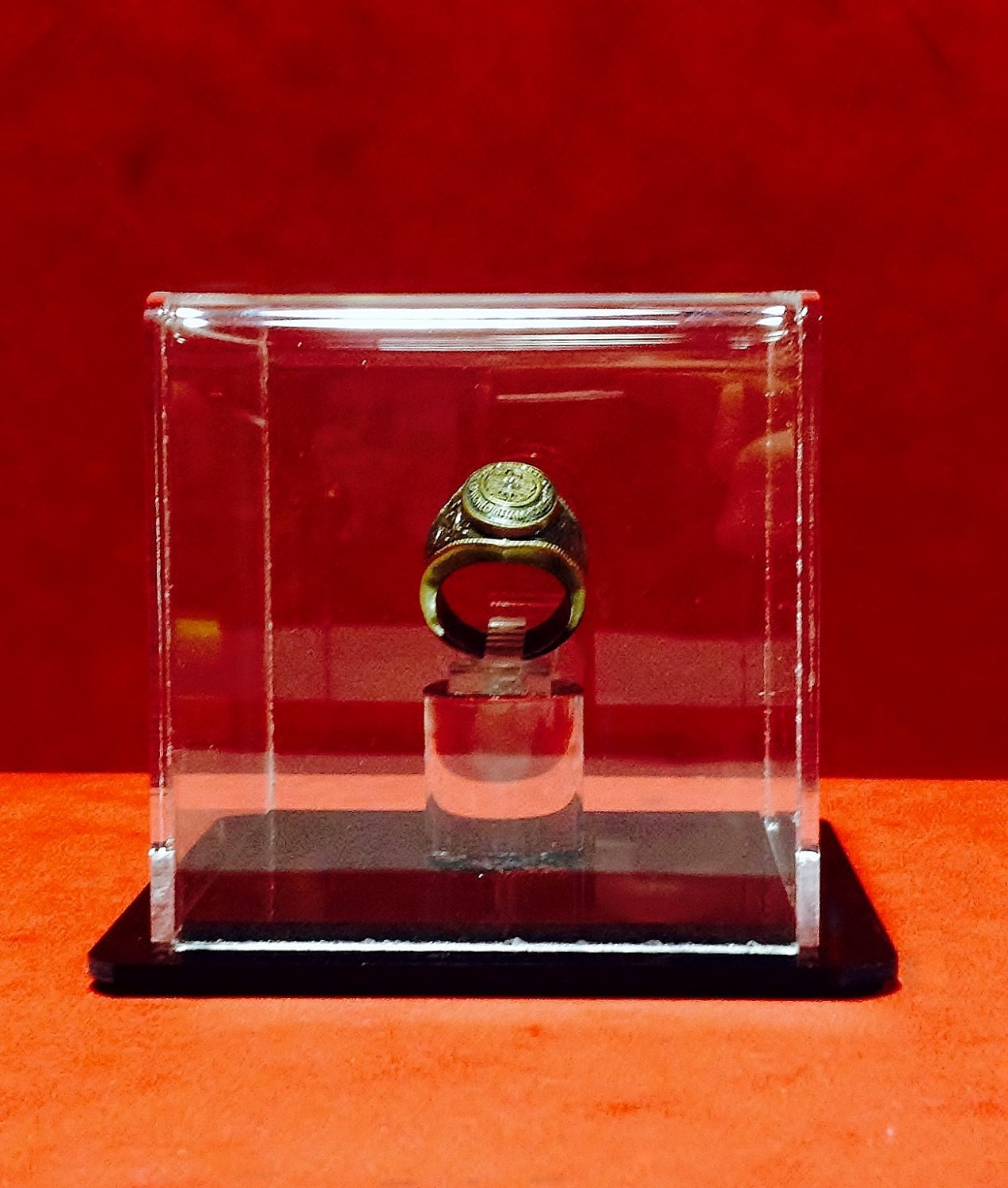 Ring display case for collectors rings championship rings or for Ring case