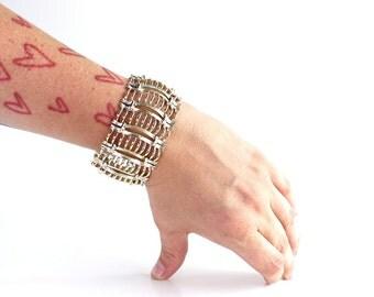 SALE vintage Lisner bracelet . gold tone bracelet . articulated bangle . wide linked bracelet . ladder bracelet . vintage costume jewelry