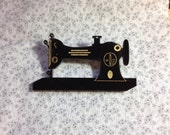 Vintage sewing machine pin brooch