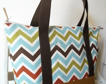 Chevron Strip - Everyday Tote Bag (a zipper closure)