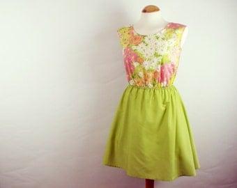 Retro floral cotton dress vintage fabric green and pink flowers skater dress medium UK 10-12