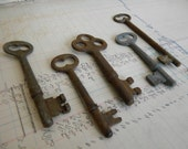 5 skeleton keys vintage, rusty, Steampunk for jewelry assemblage, mixed media