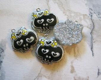 Kawaii Black and Yellow Resin Skull Charms or Pendants