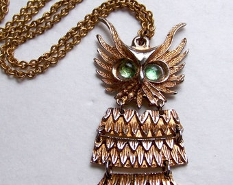 SJK VINTAGE -- Large Articulated Horned Owl Pendant in Gold Tone (1970's)