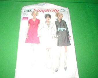 Vintage Sewing Pattern Simplicity 7845 Miss dresses