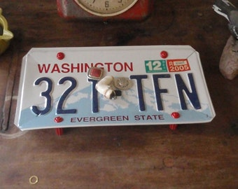 Washington License Plate Tray - Repurposed and Upcycled Home Decor - Mt Rainer - FREE SHIPPING