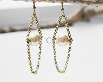 Champagne Pearl and Antique Brass Chain Earring (E26)