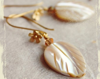 Earrings Feuilles de sable (Sand leaves) – natural mother of pearl carved leaves, Swarovski crystals, gold vermeil flower earwires