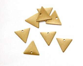 1 Hole On the Flat Side Raw Brass Triangle Charms Drops 13mm (10) mtl147L