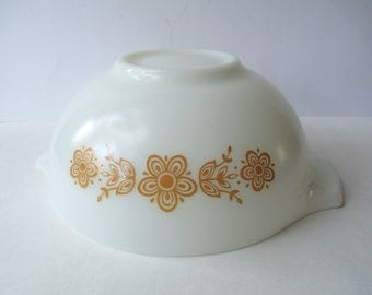Vintage Pyrex Butterfly Gold Cinderella 2.5 Qt Mixing Bowl - Retro