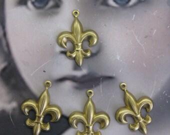Raw Brass Fleur De Lis Brass Charms 412RAW x4