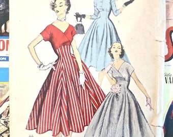 Vintage 1950s Womens  Dress Pattern with V Neck or Button Front Bodice - Advance 6518