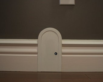 Mouse door for interior decor.