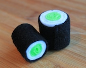 Nikukyuuri Nekozushi (cucumber roll catnip toy)