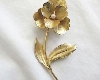 Vintage Faux Pearl Flower Brooch or Pin