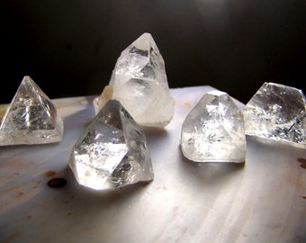 ONE Apophyllite pyramid medium - clear zeolite mineral crystal point - apophyllite crystal - geometric shape triangle gemmy clear apophylite
