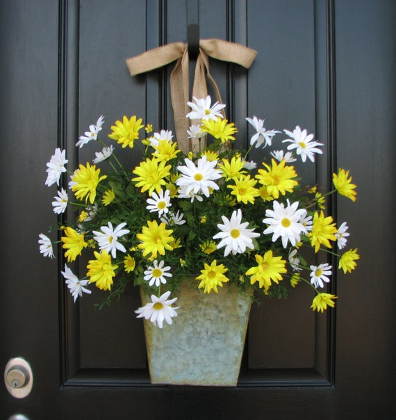 Country Cottage Decor, Front Door Wreath, Yellow Daisies, Summer Wreath, White Daisies, Wild Daisies, Galvanized Bucket, Summer Daisies