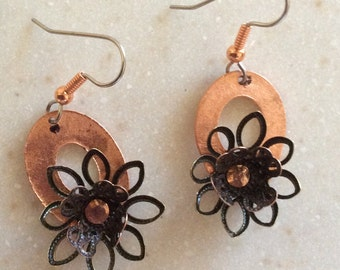 Flower earrings in copper and bronze