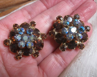 Vintage coppery aurora borealis crystal clip earrings, layered dark cognac blue purple aurora borealis crystal clip earrings