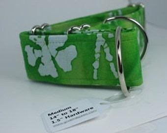 Medium martingale collar green batik with shamrocks