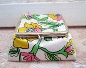 Vintage Retro Makeup jewelry case Traveling Retro  Mod Silk Big Flowers
