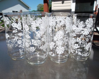Vintage Beverage Glass Set of 6 White Daisy Flowers 1970s