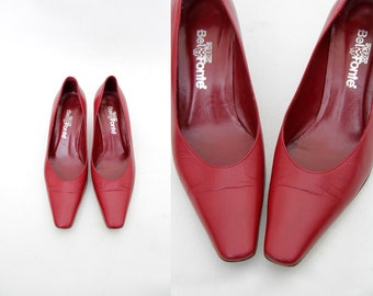 Vintage shoes / simple red leather heels / size 37-7