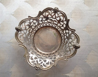 Fancy EP candy dish with Victorian face
