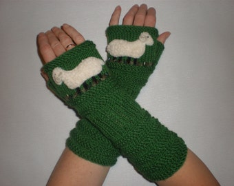 Hand knit green gloves - Green wrist warmers - Animal arm warmers - Sheep fingerless gloves - Merino wool gloves - Winter gift ideas